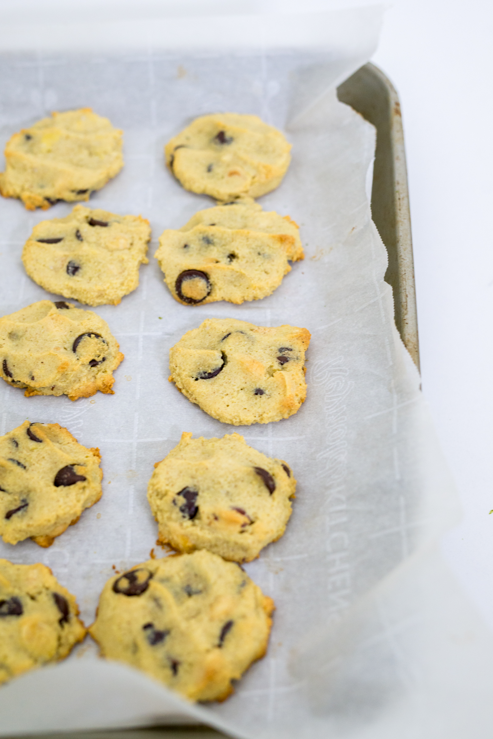 Chocolate Chip Cookies | Gluten Free + Paleo Friendly Option | Foodthengames.com